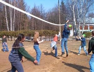 185 детей проведут зимние каникулы в школьных лагерях