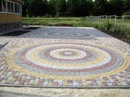 Тротуарная плитка украшает улицы города