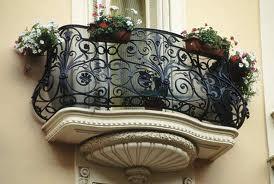 Кованый балкон – оригинальная деталь фасада