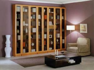 Книжный шкаф - важный элемент рабочего кабинета