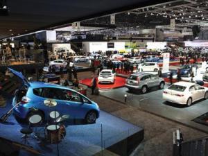 Любители фольксвагена с нетерпением ждут открытия автосалона в Лос-Анжелесе