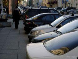 Власти столицы планируют отучить водителей парковать машины на тротуарах